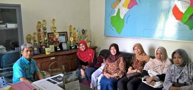 Kepala Dinas Pendidikan Kota Cirebon Mengapresiasi Kegiatan Sosial Dharma Wanita