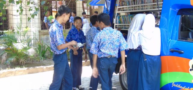 Perpustakaan Keliling Kunjungi SMP Negeri 17 Cirebon